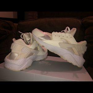 Women's White Nike Huarache Run Shoes Size 8
